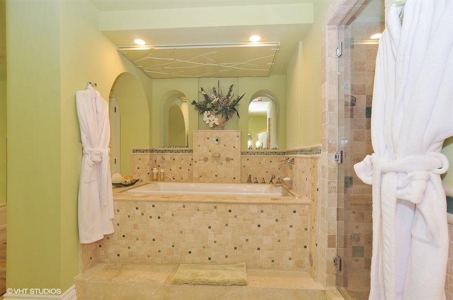 15612FisherIslandDrive_vht_viewer_13 Master Bath Jacuzzi Tub ...